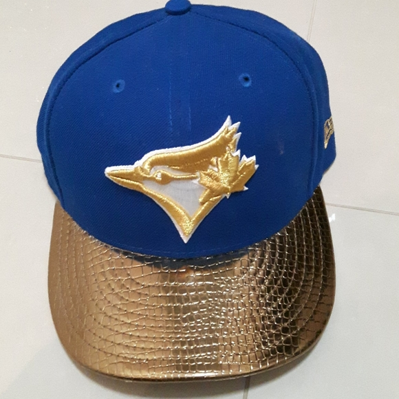 2 for 40! 🛍️ blue jays cap